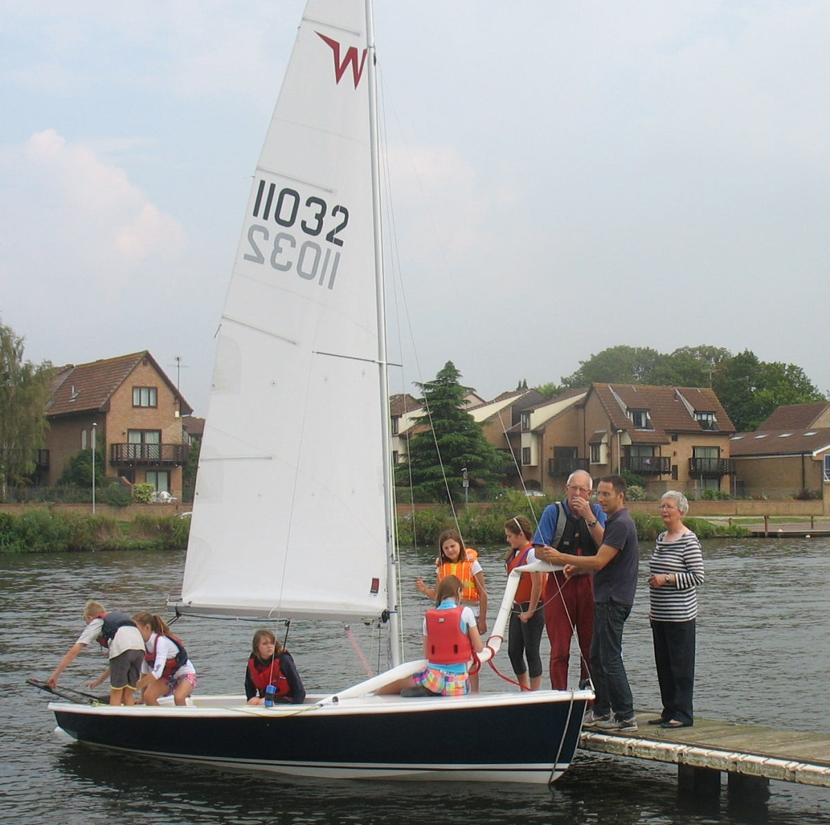 Dinghy training at Tamesis from early March