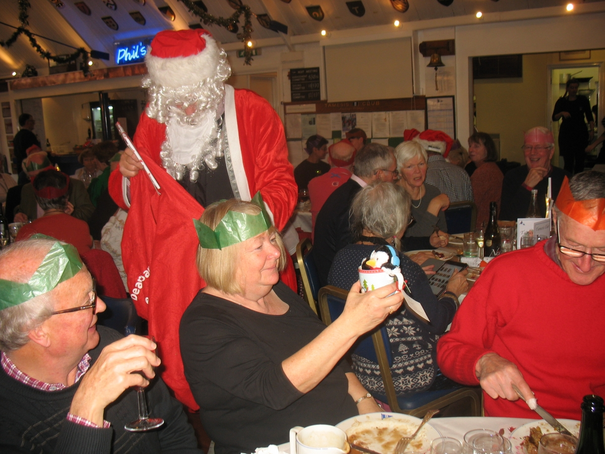 Near record number at Tamesis Christmas Lunch